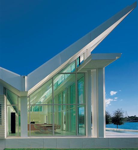 Richard meier s vision of white above waters kmp for Modern architecture design blog
