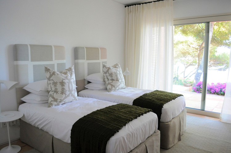 Louise Holt Mallorca  stone bedroom